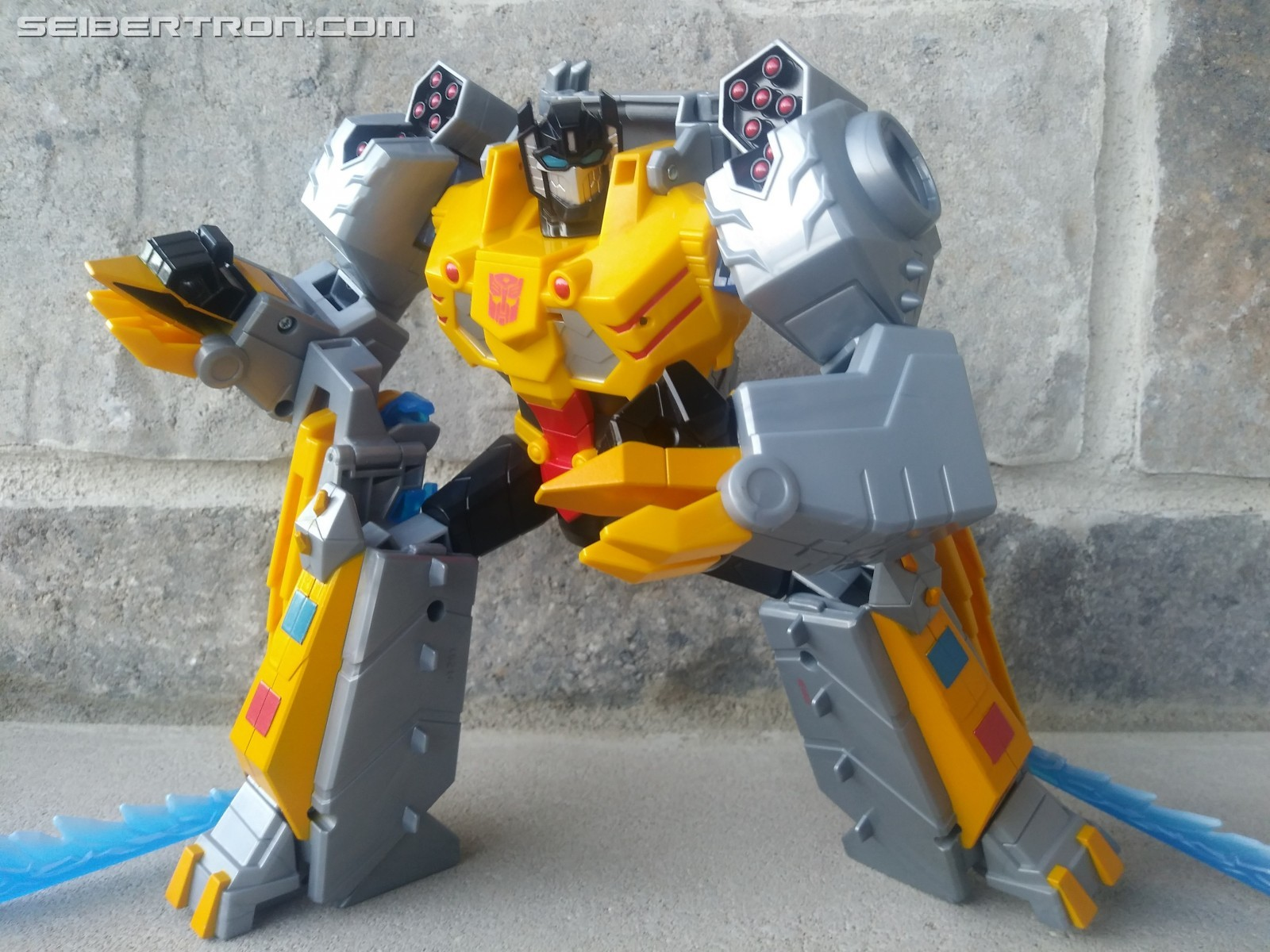 Transformers News: My Pick for the Best Toy to give a Younger Transformers Fan this Christmas