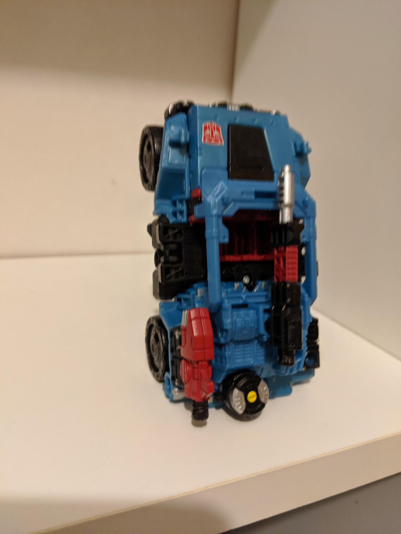 Transformers News: Transformers Generations War for Cybertron Siege Deluxe Class Autobot Hot Shot Revealed