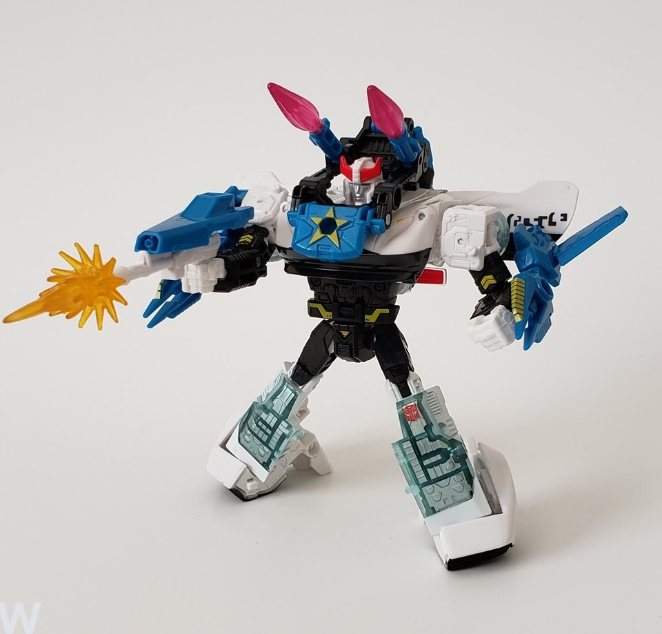Transformers News: Cool Images of Compatibility between Transformers Cyberverse Armour and Siege Figures