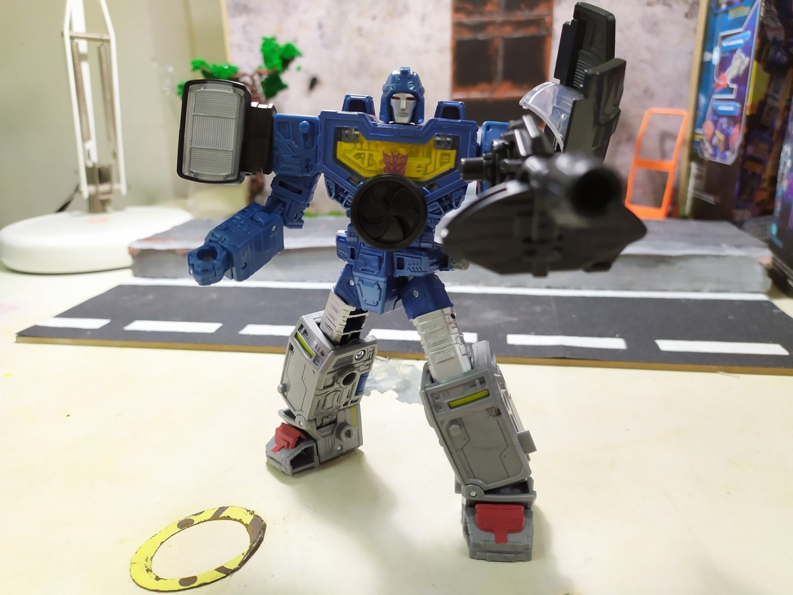 Transformers News: New Transformers War for Cybertron Siege Refraktor Reconnaissance Team In Hand Images