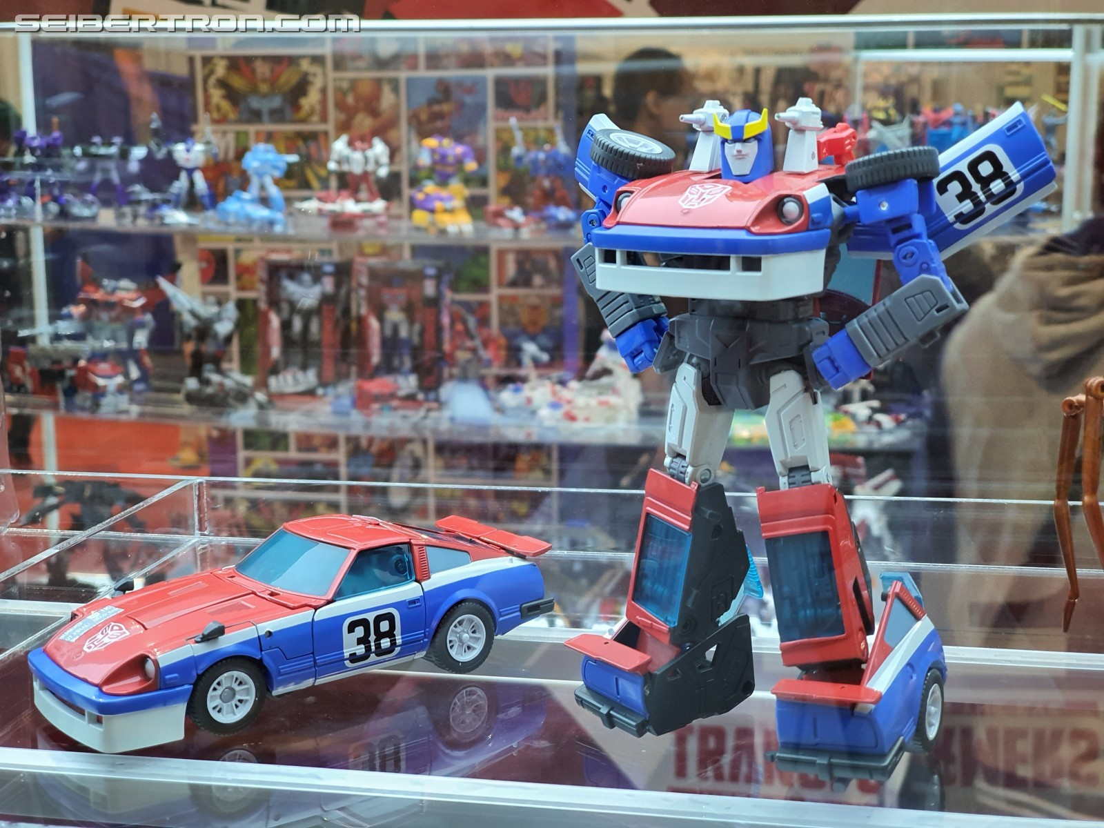 Transformers News: New Images of Masterpiece Hound, Blackarachnia and MP+ Smokescreen
