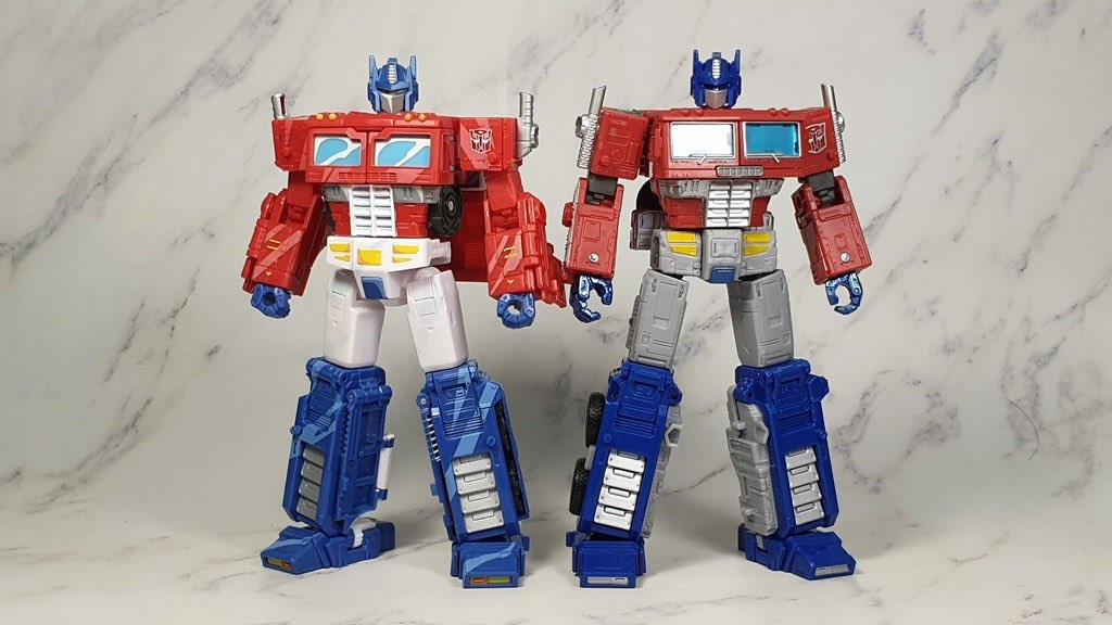 Transformers News: New In Hand Images of Transformers War for Cybertron Trilogy Earthrise Leader Class Optimus Prime