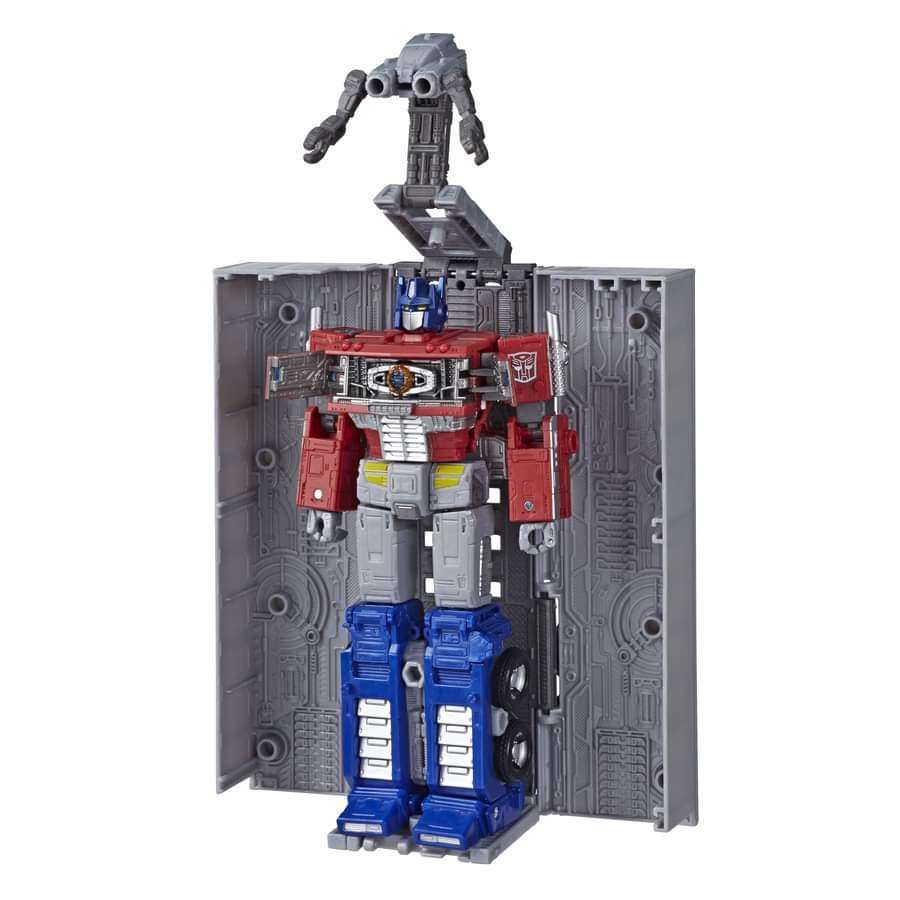 Transformers News: Transformers War for Cybertron: Earthrise Leader Class Optimus Prime In Package Images