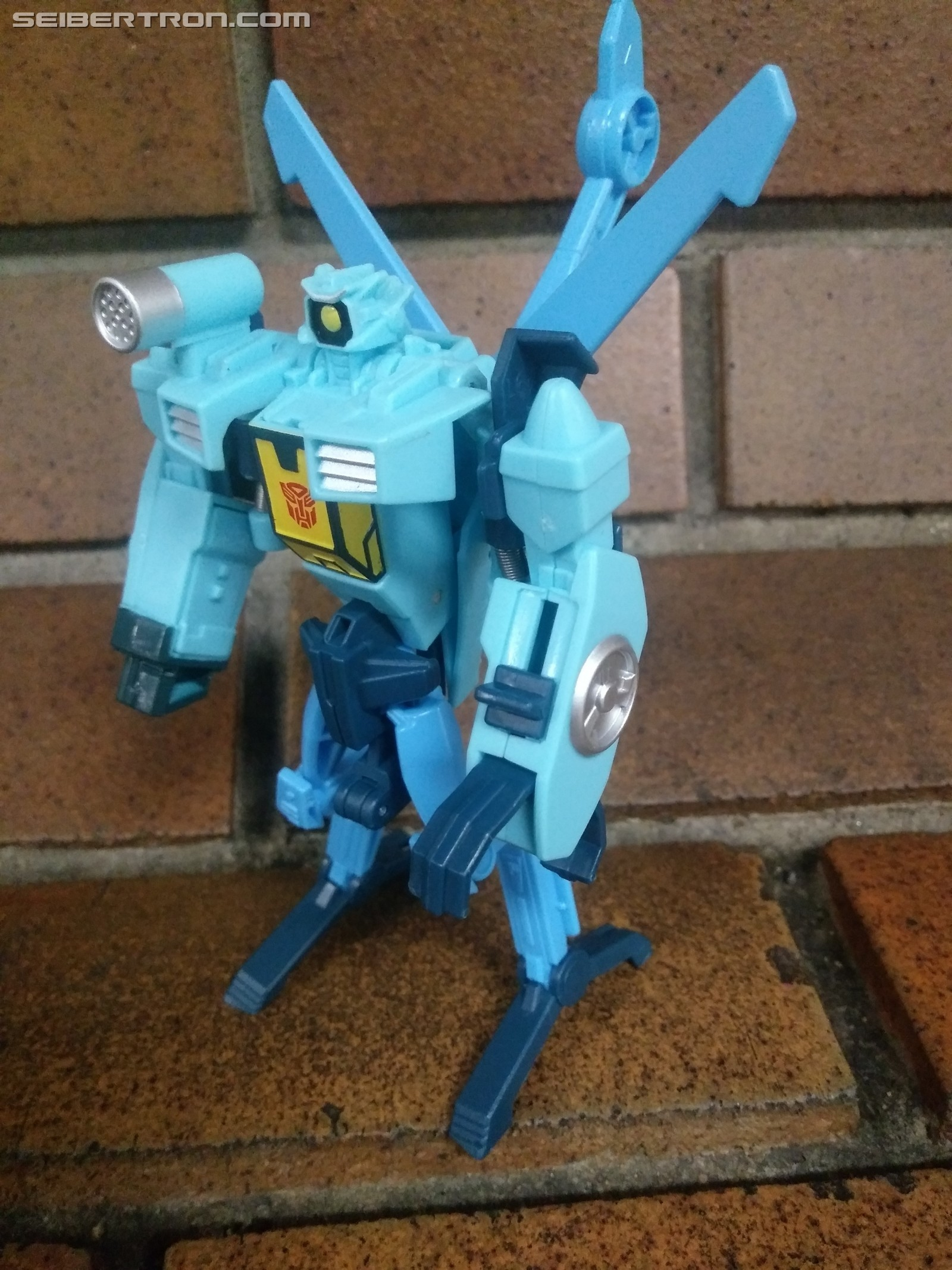 Transformers News: Pictorial Review of Cyberverse Whirl One Step Figure