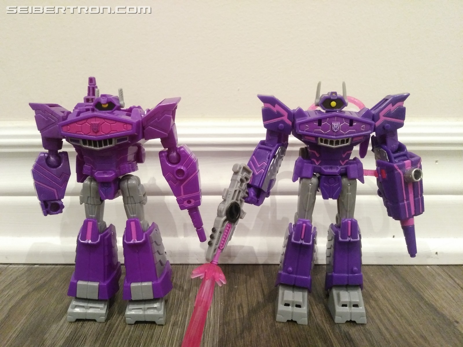 Transformers News: Pictorial Review for Deluxe Shockwave from Transformers Cyberverse