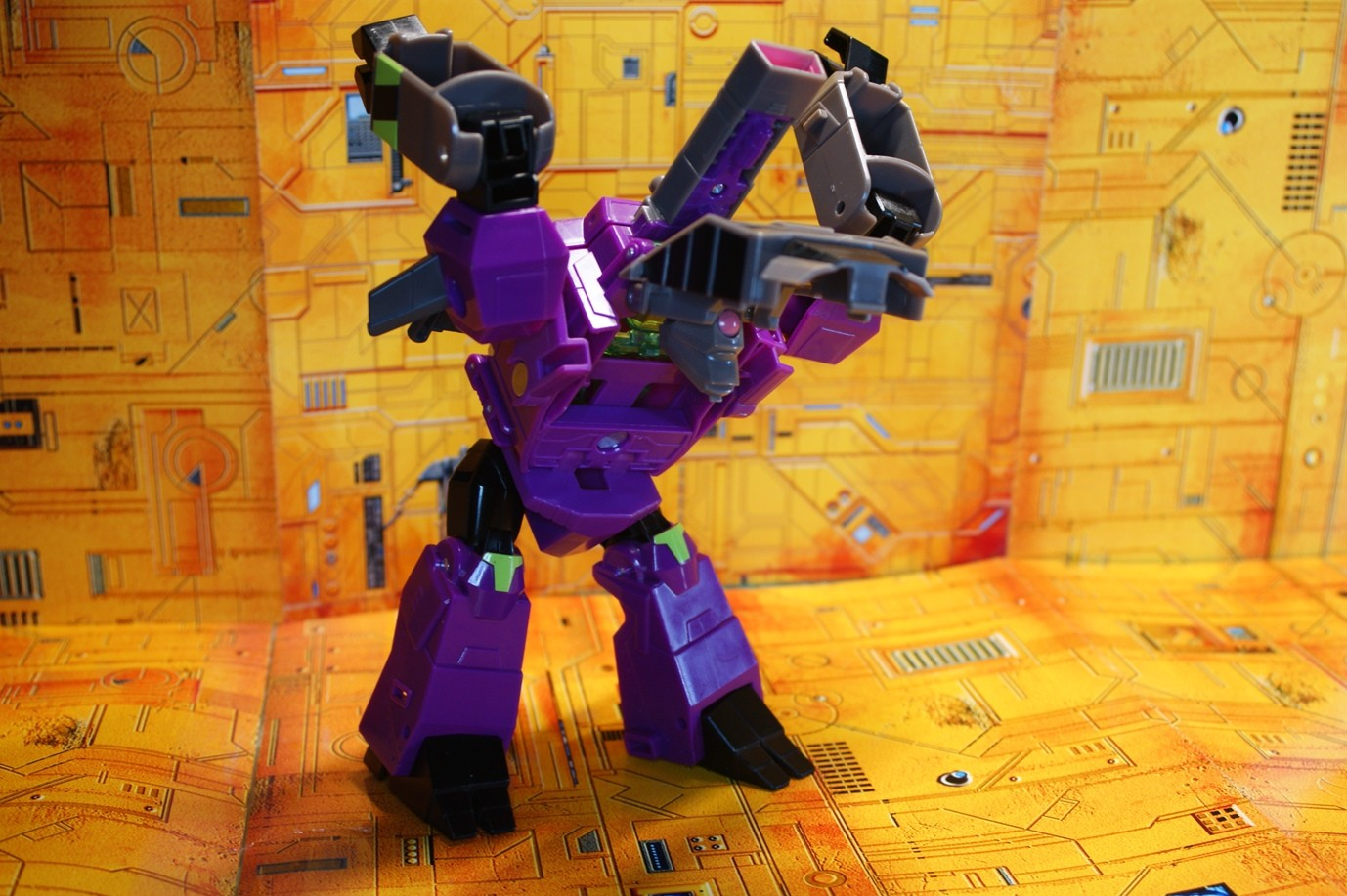 Transformers News: In Hand Images and Sightng of Cyberverse Ultra Class Clobber