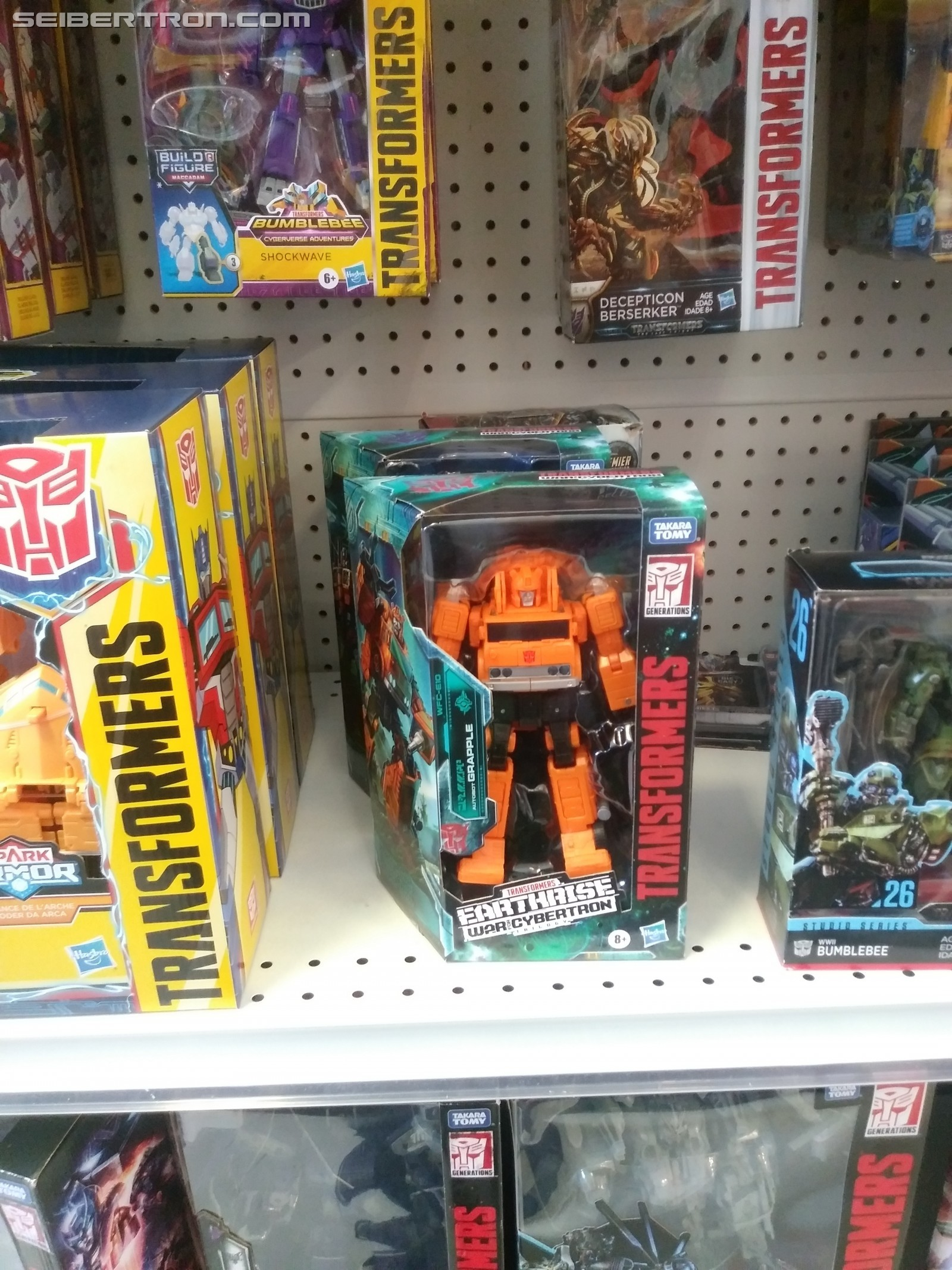 Transformers News: Earthrise Battle Masters, Micromasters and Voyagers found at Canadian Retail