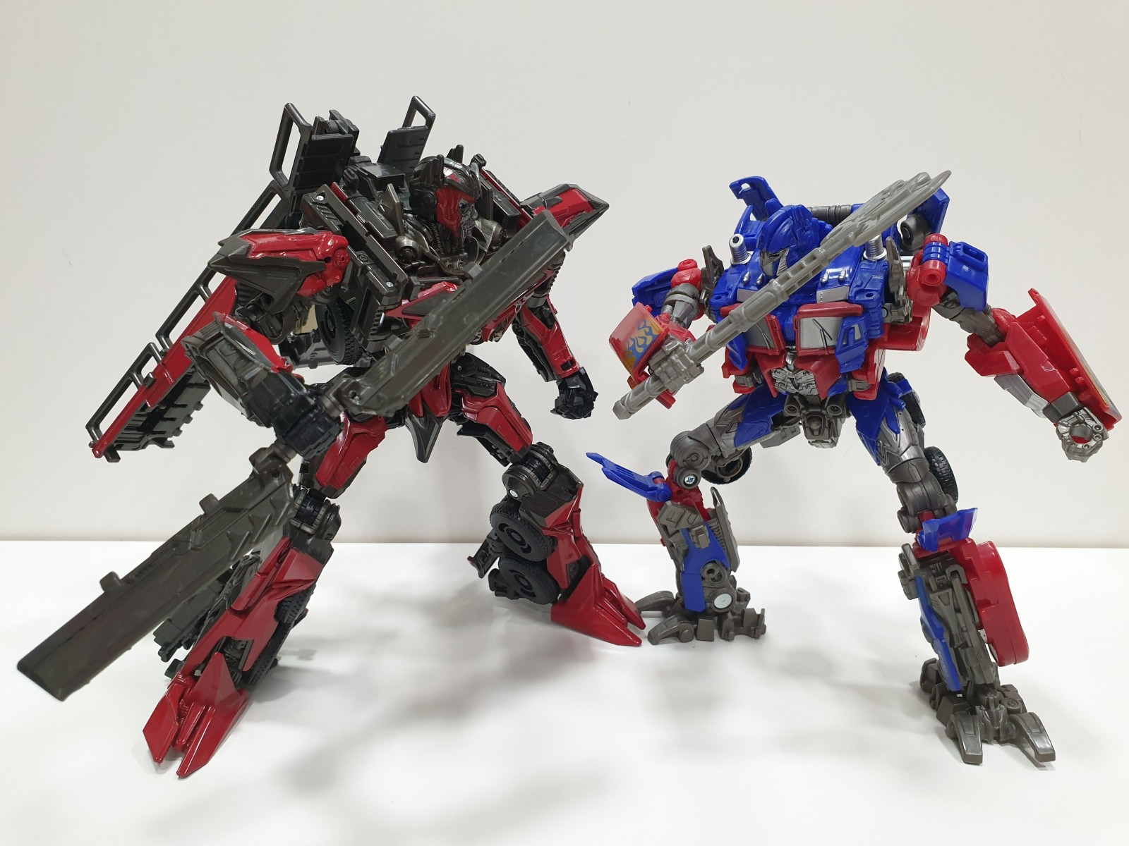 Transformers News: Pictorial Review of Studio Series Sentinel Prime + Singaporean Sighting of him and Scrapper